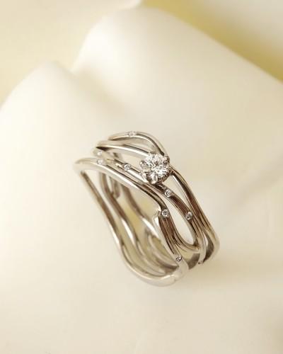 14 karaat witgouden ring met diamanten