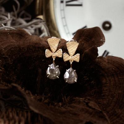 14 krt geelgouden oorstekers met diamanten