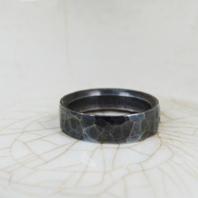 geoxideerd zilver gehamerde ring
