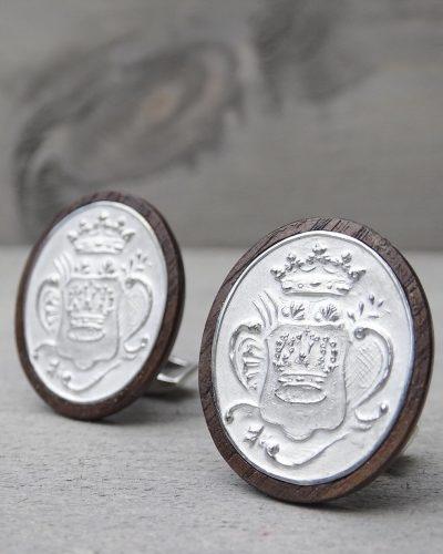 zilveren manchetknopen ingelegd in notenhout